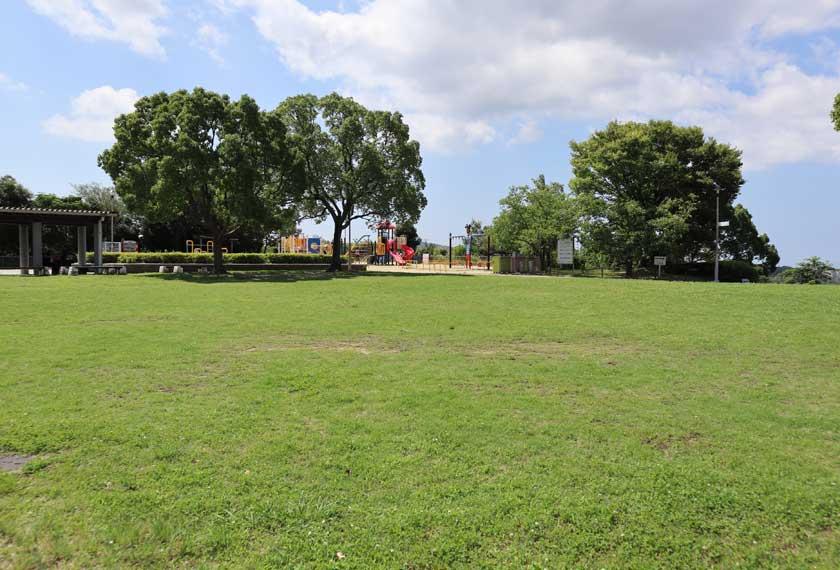冒険のくに横の芝生広場