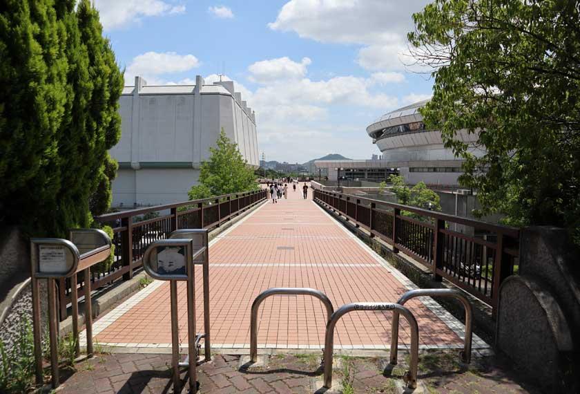 グリーンアリーナ前の歩道橋