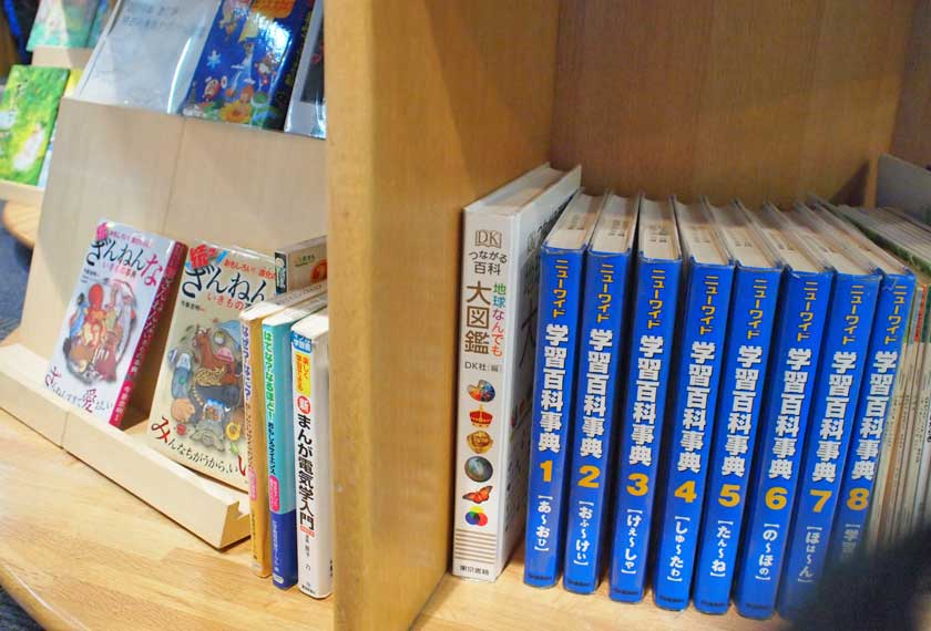 灘浜サイエンススクエアの本棚