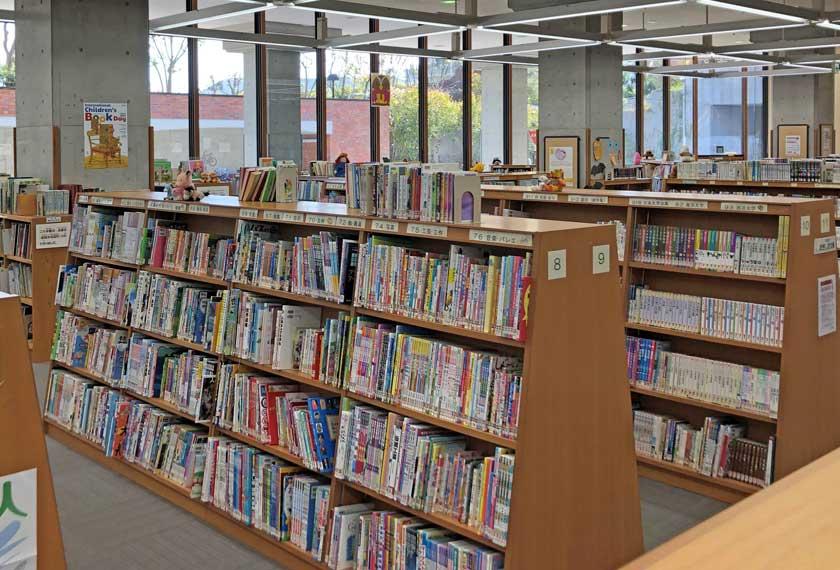 中央図書館児童書コーナー