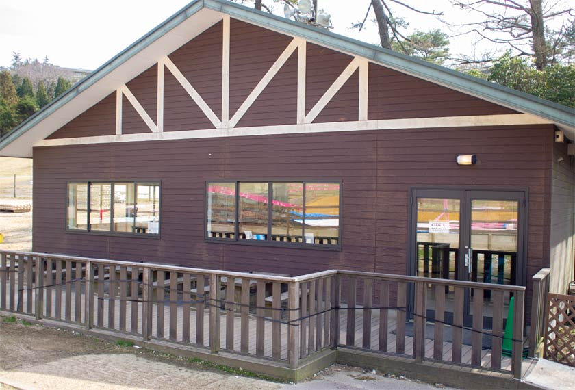 六甲山カンツリーハウスの休憩所の外観