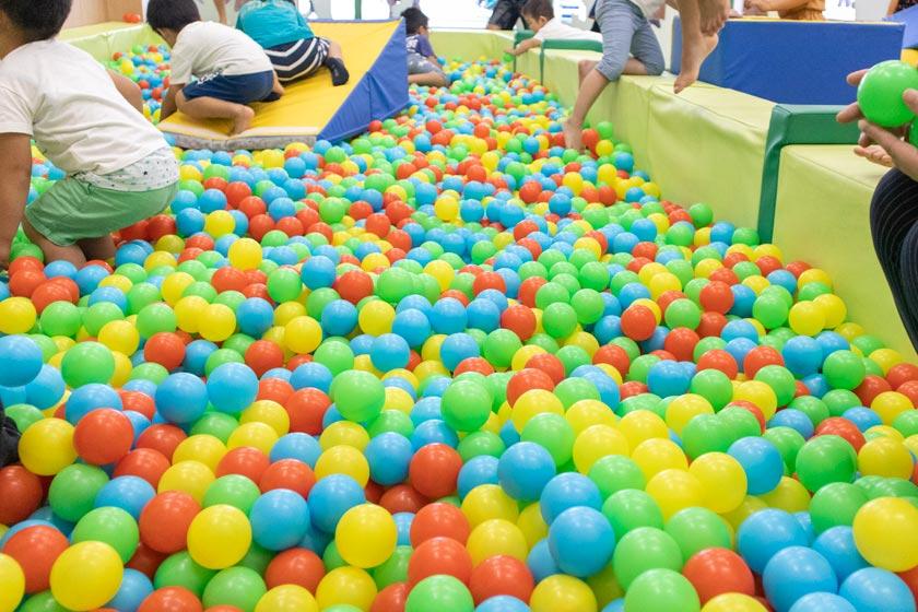 大型のボールプール