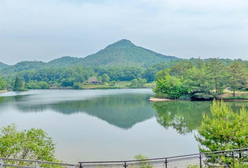 福島大池に映る有馬富士