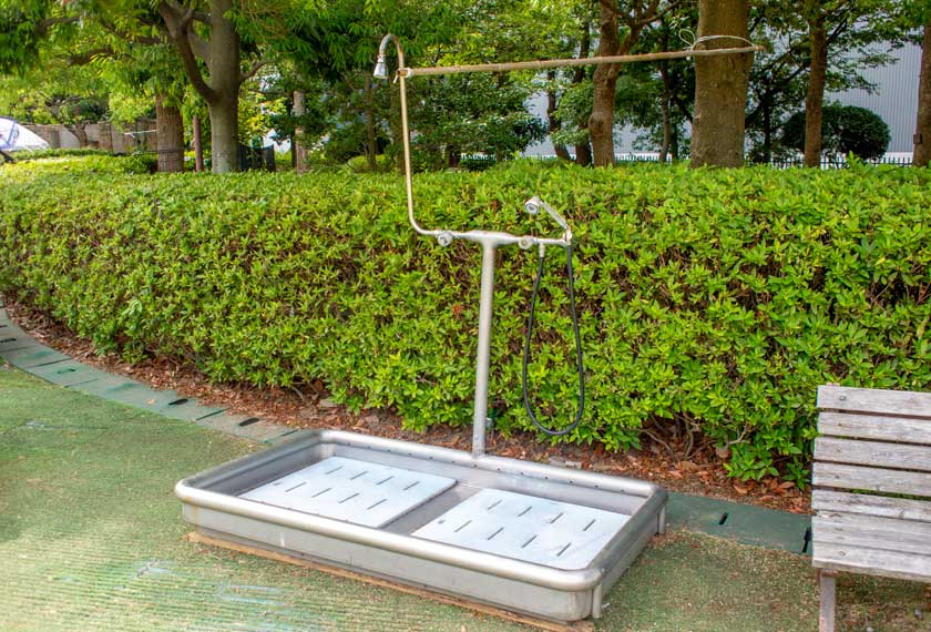 わんぱく池の簡易シャワー
