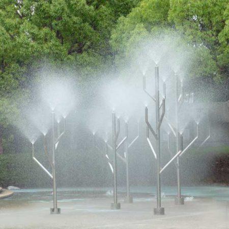 無料で楽しめる水遊び場に大型遊具も楽しい「元浜緑地・わんぱく池」