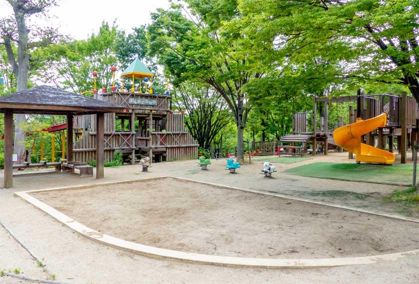 元浜緑地の砂場エリア