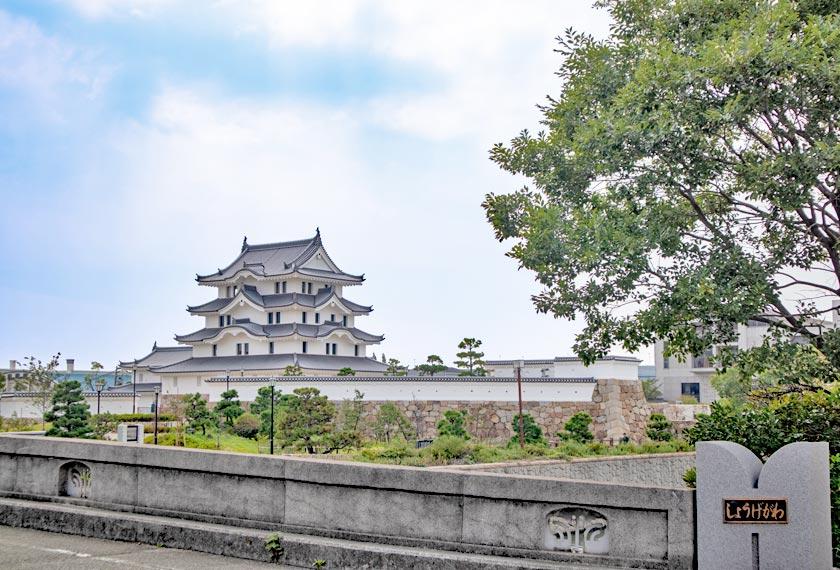 庄下橋から見える尼崎城