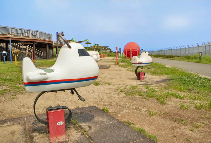 飛行機型のスプリング遊具